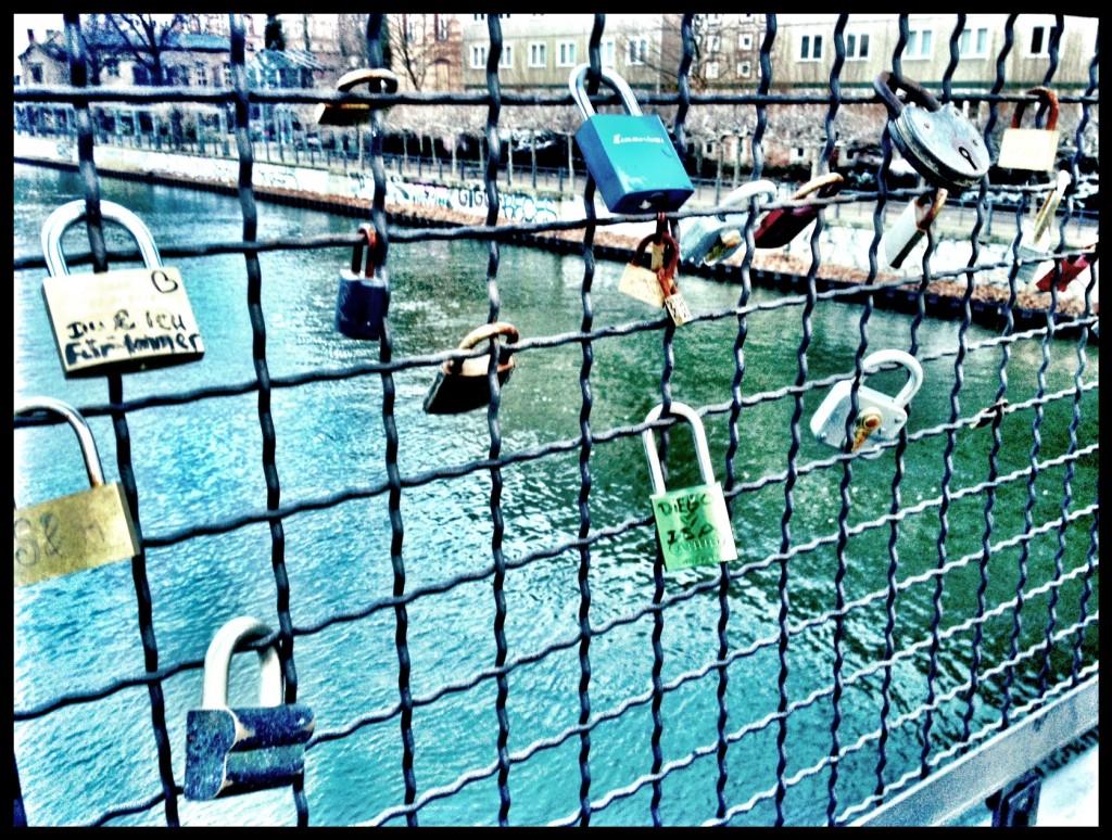 love locks Ebertbrücke berlin